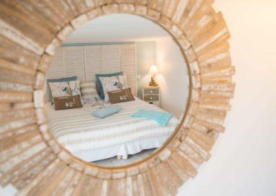 Miroir chambre gîte la terrasse saint gilles croix de vie